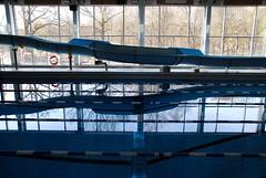 Stora poolen, rutschbana och sydvggen mot Nolhagaparken (Bettysbilder) Tags: building water pool architecture swimming bath bad vatten arkitektur simhall simma byggnad