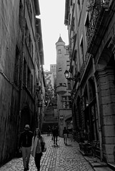 Vieux Lyon (vahiteo93) Tags: city blue sky white black france colors walking lost photography evening is photo lyon pentax kodak retro passion rhone k200d