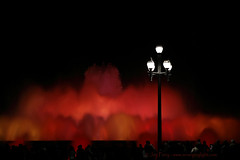 _B5A1440REWS Watching Red Clouds,  Jon Perry, 29-4-16 zat (Jon Perry - Enlightenshade) Tags: barcelona color colour fountain spain coloredlights fountains montjuic colouredlights jonperry enlightenshade arranginglightcom
