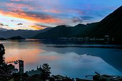 Sunrise on Como's lake (retouched) (Diego Pianarosa (aka Pinku)) Tags: blue red italy orange lake como reflection colors sunrise canon relax landscape lago italia purple alba calm soe pinku 70d argegno diegopianarosa