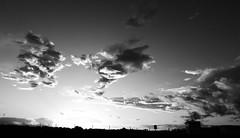 Nubes / Cymylau - Playa del Ingls (Rhisiart Hincks) Tags: sky blackandwhite bw blancoynegro beach grancanaria clouds playa nuages plage blancinegre plaja awyr maspalomas traeth hondartza cymylau blancetnoir hodeiak duagwyn playadelingls traezh traezhenn koumoul czarnobiae zuribeltz feketefehr dubhagusbn wybren gwennhadu trigh siyahvebeyaz  sgthan juodairbalta schwarzundweis  ernabl mustajavalkoinen  crnoibelo melnsunbalts negruialb dubhagusgeal  rnoinbelo zwartenwit