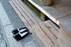 (Yorozuna / ) Tags: black japan shoes shrine footwear clogs   shiga omihachiman         himurehachimangu pentaxsupertakumar28mmf35      himurehachimangushrine