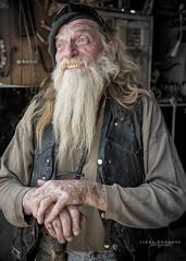 Wizard (Linda Goodhue) Tags: california man beard artwork desert details oldman southerncalifornia commune wrinkles saltonsea slabcity eastjesus nilandcalifornia nikond800 lindagoodhuephotography eccentriccharacter artgardenofeastjesus