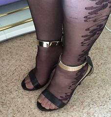 (helenwheninnylons) Tags: crossdresser ladyboy transgender trans highheels toes feet heels