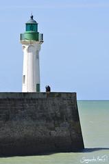 Le phare de Saint Valery en Caux (SegundoReal) Tags: mer lighthouse france faro puerto mar nikon barcos francia phare marinero linterna d7000