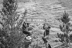 Rio Apurimac (Geraint Rowland Photography) Tags: trees people peru southamerica nature movement cusco working streetphotography climbing fixing blackandwhitephotography worldtravel candidphotography apurimac rioapurimac governmentworkers geraintrowlandphotography geraintlowlandsstreetphotographyinperu riverapurimac fullframecanonphotography