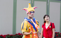 Clowning Around (dr_stan3) Tags: clown oceanpark hongkong aberdeen china canon 700d t5i 70200mm f28 people colorful beautifulcolors juggling chinese performer 105mm street