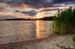 Sunset rietplas (Rene Mensen) Tags: emmen rietplas rietlanden drenthe d5100 nature nikon nikkor netherlands thenetherlands reflection water sun sunset beach