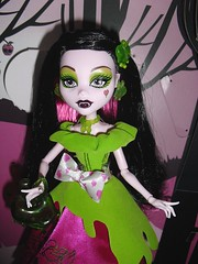 Snow Bite (Lagoona89) Tags: snow monster dead high scary wolf little tales riding bite clawdeen draculaura