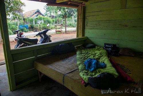 Camping - tent free - at a roadside restaurant in Bengkunat, Sumatra