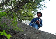 Granddad over the Edge (Sotosoroto) Tags: forest washington hiking roslyn dayhike cleelumriver