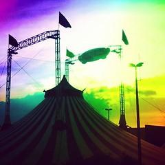 Olha o Circo da Mônica ai!!! #circo #circodaturmadamonica #circodamonica #monica #sky #céu #ribeiraoshopping #ribeiraopreto #sunset (Stefan Sousa) Tags: sunset sky square circo céu monica squareformat ribeiraopreto amaro ribeiraoshopping iphoneography instagramapp uploaded:by=instagram foursquare:venue=51ba0b44498e02e54e415b2a circodaturmadamonica circodamonica
