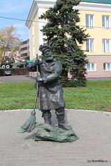 Памятник дворнику.