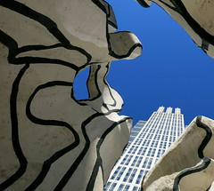 Inside Art (Alex L'aventurier,) Tags: blue sky urban usa chicago building art lines architecture canon illinois unitedstatesofamerica perspective bleu ciel lignes urbain jeandubuffet g15 standingbeast