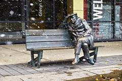 glenn gould statue, toronto, ontario (twurdemann) Tags: city urban sculpture snow toronto ontario storm weather bronze bench wind sidewalk snowing publicart artinstallation patina frontstreet statute glenngould ruthabernethy metroconventioncentre cbcheadquarters tonalcontrast canadianbroadcastingcentre colourefex brilliancewarmth detailextractor fujixe1 nikcollection graduatedneutraldensityefex downtownfallingsnow