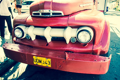 Transport en commun cubain (STH photography) Tags: santiago ford truck canon eos transport cuba camion vida revolution 7d mm ef 1755 cubano 2013 efs1755