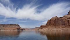 Lake Powell (oefe) Tags: blue red sky usa lake rot water clouds see utah ut wasser himmel wolken page blau lakepowell