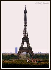 Chilling out (Renal Bhalakia) Tags: paris france tower europe tour eiffeltower eiffel toureiffel trocadro montparnassetower nikond600 trocadrogardens renalbhalakia nikon28300mmvr