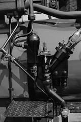20140718_Maschinenmuseum_08 (Azouras Defeat) Tags: schwarzweiss kiel dampfmaschine wik canoneos1v steammachine adoxcms20 maschinenmuseum lokomobile adotechii