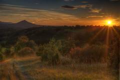 Sonnenuntergang in Beuren mit Blick auf die Burg Hohenzollern (stgrafix) Tags: sonnenuntergang burghohenzollern beuren stgrafix