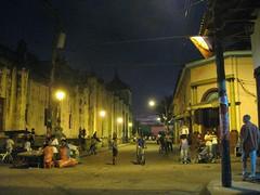 Evening in León - Nicaragua (ashabot) Tags: street people yellow night streetlife leon nightshots nicaragua nightlife león streetscenes centralamerica lightanddark centroamerica leonnicaragua enchantingevenings