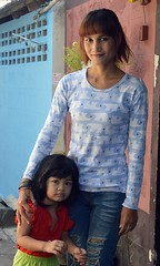 mother and daughter (the foreign photographer - ) Tags: portraits thailand nikon pretty bangkok daughter mother bang bua khlong bangkhen d3200 jun112016nikon