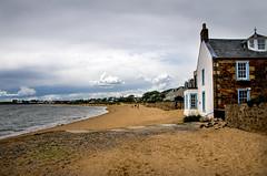 Elie beach (Chalto!) Tags: elie eastnuek fife scotland beach house building people landscape sand