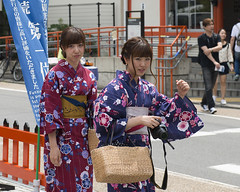 """What the *** are you doing?!"" (Igor Voller) Tags: street camera girls girl beautiful look japan bag asian eyes nikon kyoto colorful inari candid  yukata  colourful augen          frulein"
