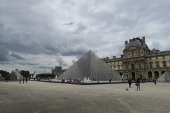 Pyramide du Louvre (CamJrOff) Tags: france paris arcdetriomphe town city old road life art photographie pic picture architecture louvre pyramide g7x sculpture batiment jr