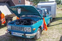Oldtimertreffen Wismar - Wartburg 353 Limousine mit Wohnwagen (www.nbfotos.de) Tags: auto car ddr awe wismar limousine wartburg 353 ostalgie automobil wohnwagen oldtimertreffen