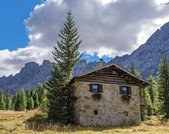 Baita in Montagna (lorenzapanizza) Tags: mountains baita landscapephotography trentinoaltoadige baitadimontagna nikond7100 20settembre2015 passasannicol