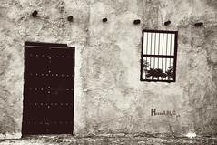 ذكرى ،، (حصه العمير) Tags: old nikon ksa زمان باب ذكريات ذكرى خشب شعبي قديم نيكون ماضي طين نافذة تعتيق احادي
