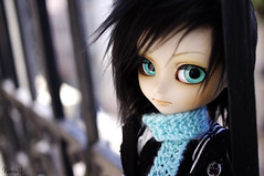 ??? - Isul Mao (Nanou~) Tags: blue light black green fur outfit eyes doll noir bokeh stock mao groove custom balcon custo noire poupe charpe barrire isul customis