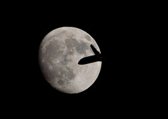 Unseen travellers cross the Moon 22 May 2013 (Sculptor Lil) Tags: moon london plane jet astrophotography waxinggibbous dslrsingleexposure