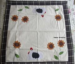 Toalha de mesa (pequena) (irmasarteiras2) Tags: flores patchwork galinhas patchaplique