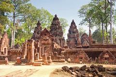 Banteay Srei (Andrea Schaffer) Tags: cambodge cambodia january siemreap banteaysrey banteaysrei 2014 kampuchea canonefs1755mmf28isusm canon450d ព្រះរាជាណាចក្រកម្ពុជា preăhréachéanachâkkâmpŭchéa