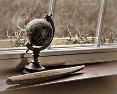 globe (bambe1964) Tags: light window globe frame knickknacks
