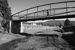 Sul ponte (Rodolfo Bontempi photos (700.000 views)) Tags: bridge bw water river fiume bn ponte acqua bianconero sulponte rodolfobontempi sonya58 sonydt1855mmsamii