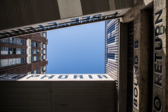 EUPHORIA RETURN (SirisVisual) Tags: voyage street blue sky usa newyork canada geometric lines brooklyn photography dance montral unitedstatesofamerica streetphotography olympus return euphoria zuiko omd fevrier 2016 em5 omdem5 ligne2mire