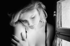 dream on (ddaugenblick) Tags: portrait bw girl fenster dream sw mdchen traum trumen