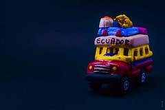 _DSC9322 (edu_420) Tags: ceramica azul ecuador rojo recuerdo amarillo artesana cuenca carrito vieje arcilla