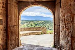 Puerta a Castilla (juanjux) Tags: canon spain arc medieval segovia l framing f4 pedraza castilla 6d castille 2470 castillayleon