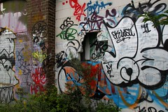 hole in the wall (Elly Snel) Tags: streetart colorful grafiti walls kleurrijk zutphen muren