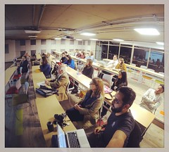 Muy atentos en el taller de #behance #portfolioreview #RedEgresadosArquidiseo Javeriana con @infinitista (Kamian) Tags: square squareformat rise iphoneography instagramapp uploaded:by=instagram