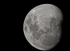 (Thiago Stone) Tags: brazil brasil janeiro portoalegre lua poa rs lentes riograndedosul 2012 montagem pucrs portoalegrers 201201 bairropartenon canoneosrebelt2i efs1855mmf3556isii avipirangapoa observatriolunar
