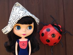 Bea found a ladybird! 🐞 (vintagecitygem) Tags: neo takara allgoldinone blythedoll ebl cherryberry vintageskipper customooak fauxgoldie blwannabe