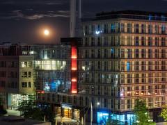 magic moon rising (michaelbeyer_hh) Tags: hamburg hafencity