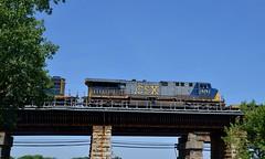 CSXT 675 (Michael Berry Railfan) Tags: cn train quebec montreal ge ottawariver generalelectric canadiannational csx freighttrain csxt ac6000cw leperrot cn327 kingstonsub csxt675