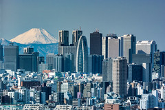 Fuji and Shinjuku skyscrapers (shinichiro*) Tags: 20160121dsc0039 2016 crazyshin nikon1v3 v3 1nikkorvr70300mmf4556     fuji tokyo japan  january winter
