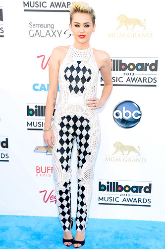 "Miley Cyrus Says ""Check And Mate"" At The Billboard Music Awards"